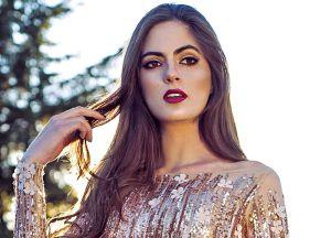 Con un traje de baño rojo, Sofía Aragón presume su belleza en el mar