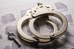 En video el momento en que policía de Florida sorprende a pedófilo con víctima en motel