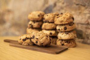 Dulce antojo: Saludables galletas de tres ingredientes avena, plátano y chocolate
