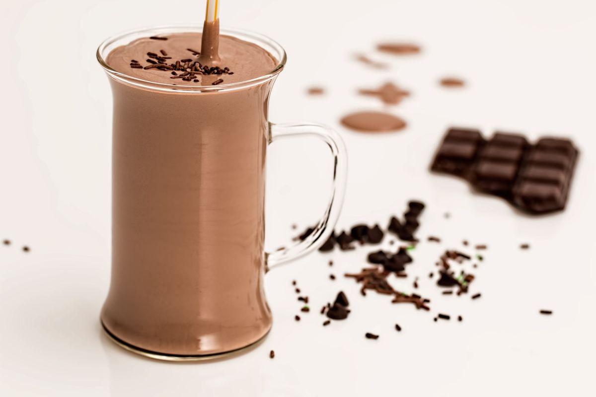 Retiran de tiendas 240,000 unidades de leche con chocolate porque podrían tener desinfectante
