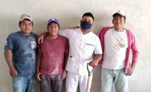 Manuel Chimas, el albañil que se graduó como enfermero en Yucatán