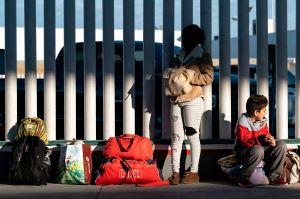 Biden acaba programa que enviaba a solicitantes de asilo a México