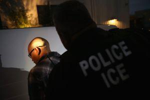 ICE baja el número de deportaciones a su nivel mínimo en años