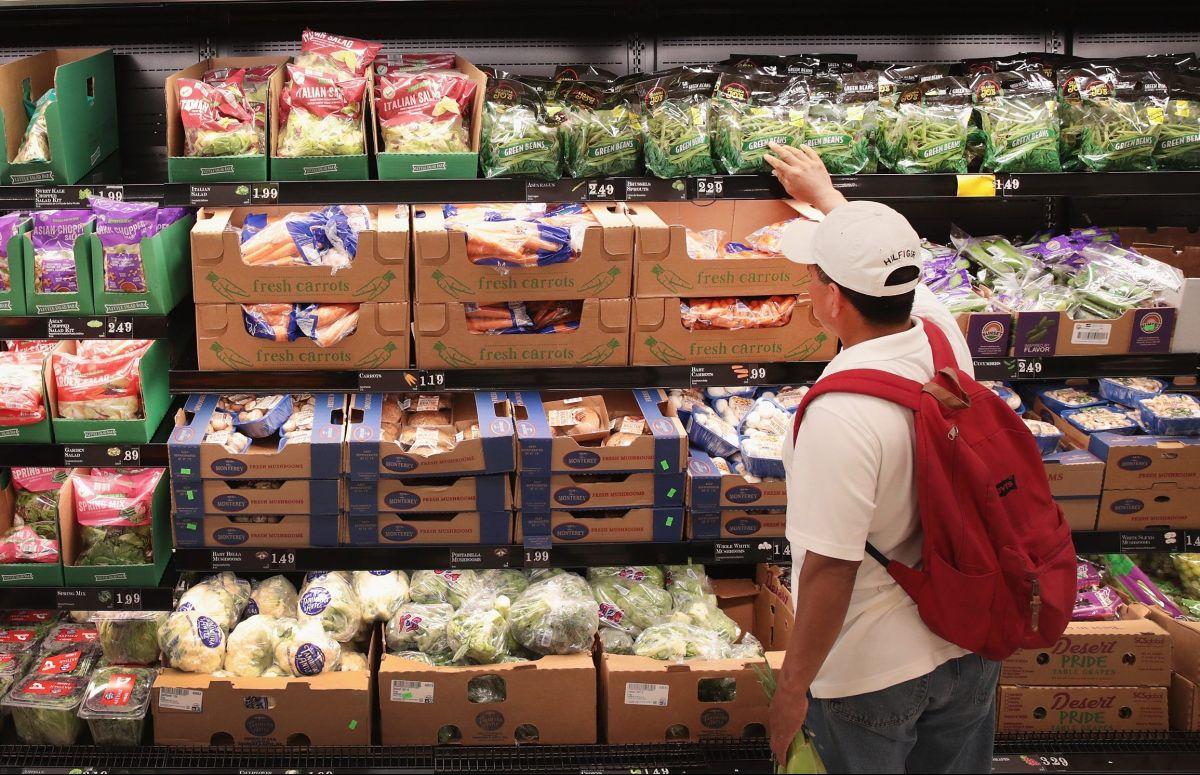 Ley de California que daría $600 dólares de ayuda económica para comprar alimentos espera firma del gobernador