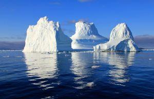 Escalan un Iceberg y casi mueren aplastados cuando la montaña de hielo vuelca