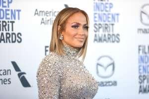 Las transparencias del body de Jennifer López que dejaron expuestas sus curvas en los AMAs 2020