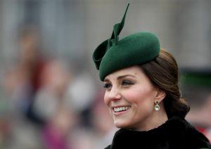 """Revelan el accesorio personalizado que Kate Middleton """"le copió"""" a su cuñada Meghan Markle"""