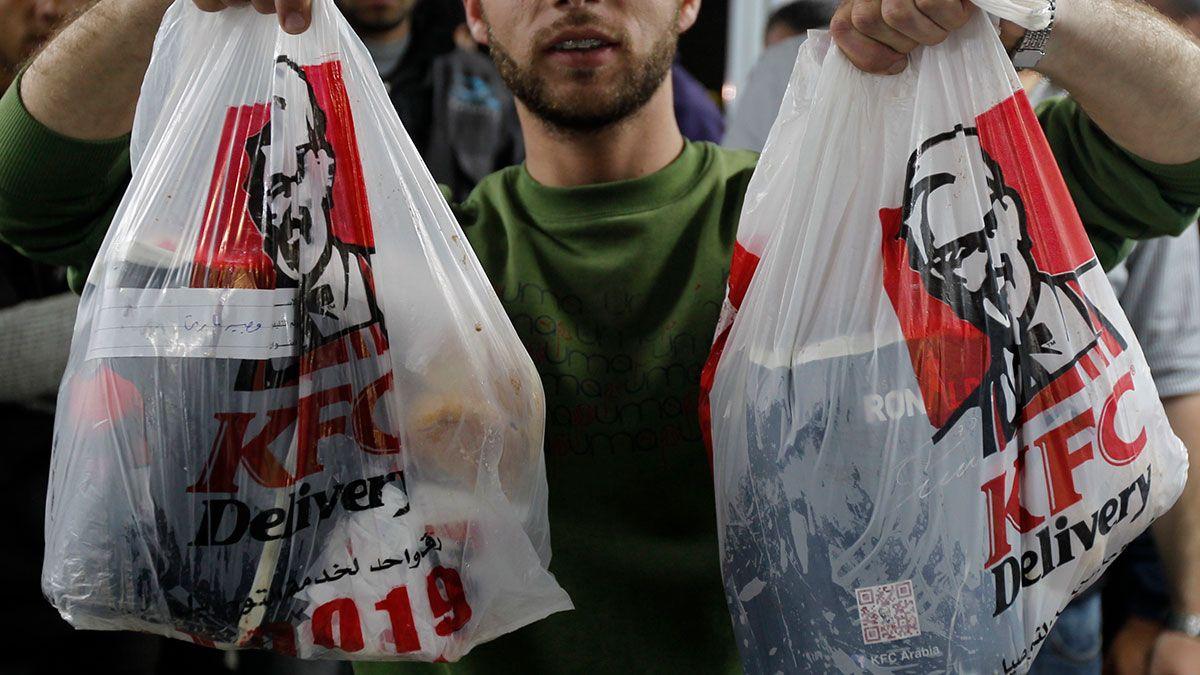 Aprueban leyes para proteger a trabajadores de comida rápida en Nueva York: primera ciudad en EE.UU.