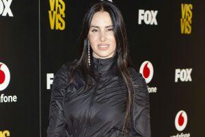 Sin filtros ni retoques, La Mala Rodríguez luce sus curvas en sexys trajes de baño