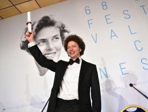 """El mexicano Michel Franco recibió el Gran Premio del Jurado de Venecia por su filme """"Nuevo Orden"""""""