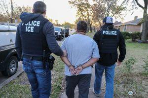 Un tribunal federal podría haber declarado inconstitucional las detenciones de ICE