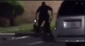 Captado en video: Policía hispano de Texas mata a balazos a mujer afroamericana durante un forcejeo