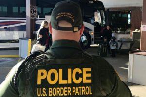 Tres familias centroamericanas separadas por Trump demandan por daños y perjuicios