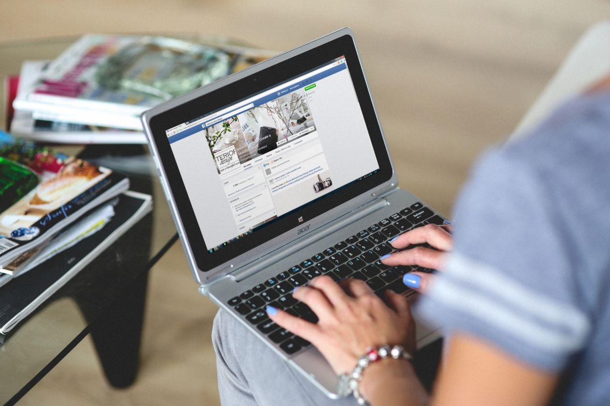 Demasiado tiempo en Facebook es muy contraproducente.