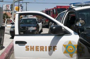 Ofrecen recompensa de $100,000 por hombre que disparó a dos agentes del sheriff de LA
