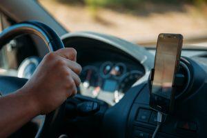 Soporte de celular: Los mejores estilos para hablar con manos libres en el auto