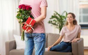 Los 5 mejores perfumes para regalar a tu esposa en su aniversario