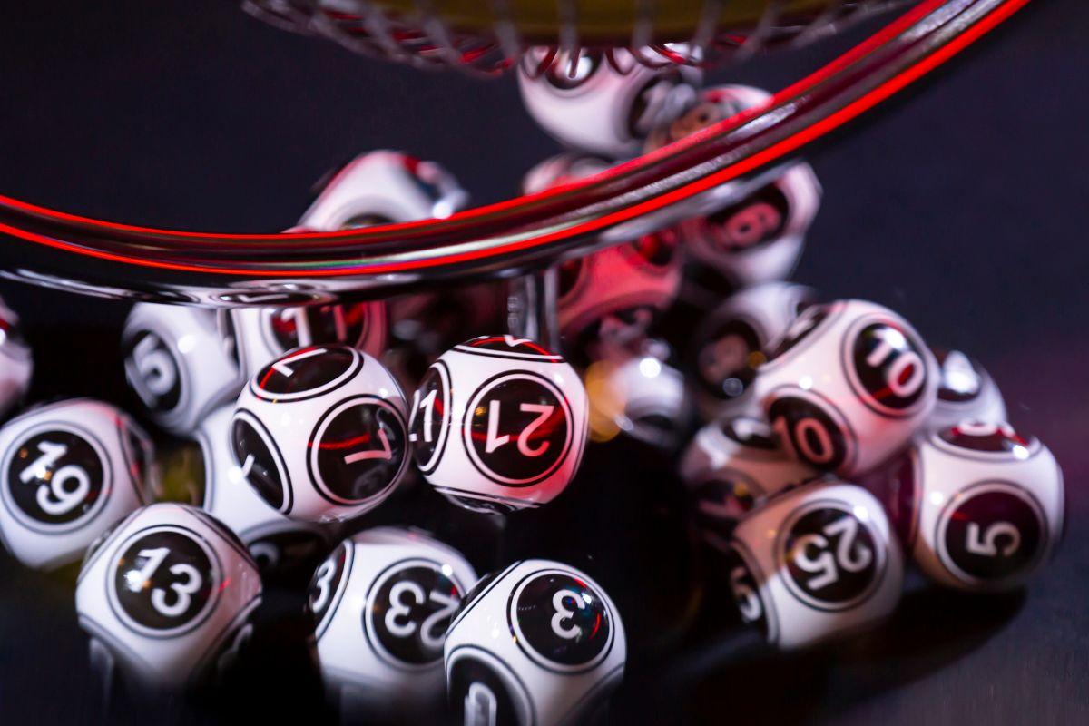 Recibirá $15,000 dólares mensuales hasta 2040 tras ganar la lotería; aún así seguirá trabajando