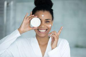3 cremas de noche para pieles maduras que suavizan las arrugas mientras duermes