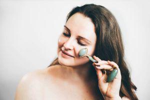 Los mejores rodillos faciales para eliminar las arrugas de forma natural