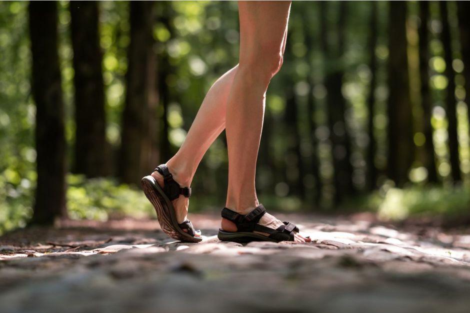5 sandalias deportivas para estar super cómoda en casa