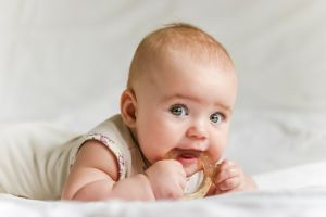 5 claves sobre el crecimiento y color de pelo de los bebés