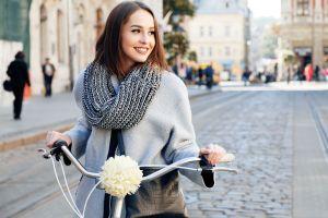 Las mejores bufandas y pashminas que debes tener en la temporada de frío