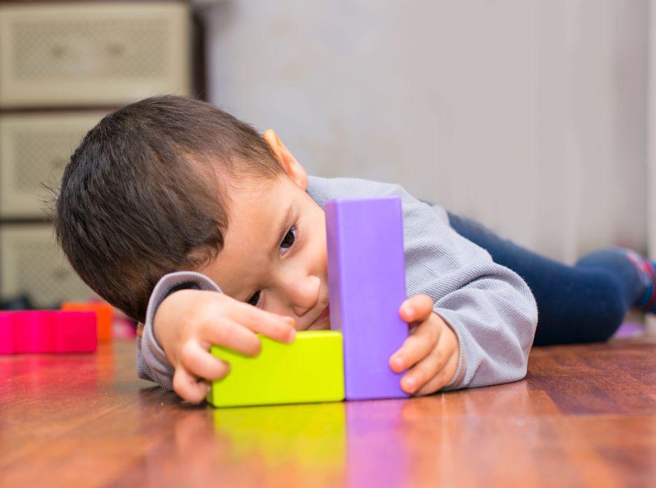 Cómo se diagnostica el autismo en un niño