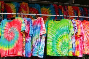 Tie dye: Las mejores prendas con este estampado de moda