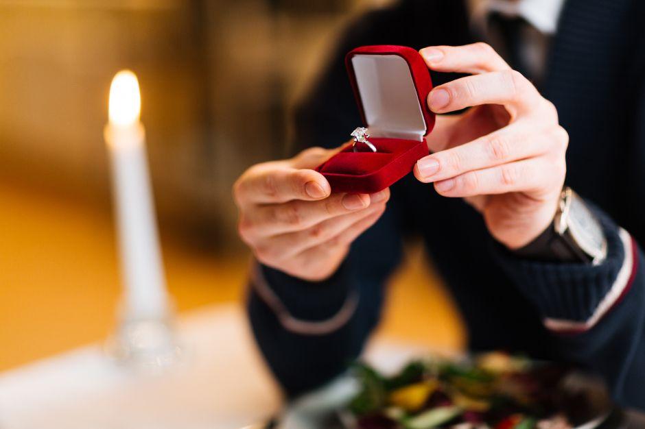 Esta pedida de matrimonio casi termina en desgracia