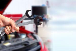 Los 5 productos que no deben faltar en tu auto en caso de una emergencia