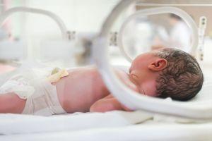 Bebé enfermo de Covid-19 y apunto de morir se recupera milagrosamente