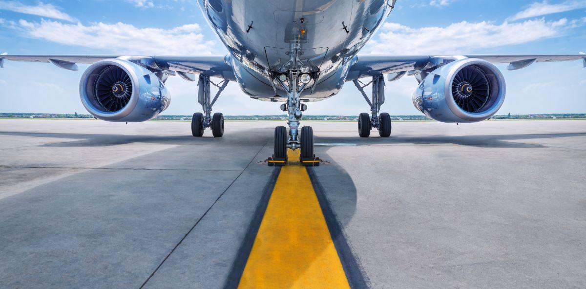 "Abre puerta de emergencia de un avión porque ""tenía calor"""