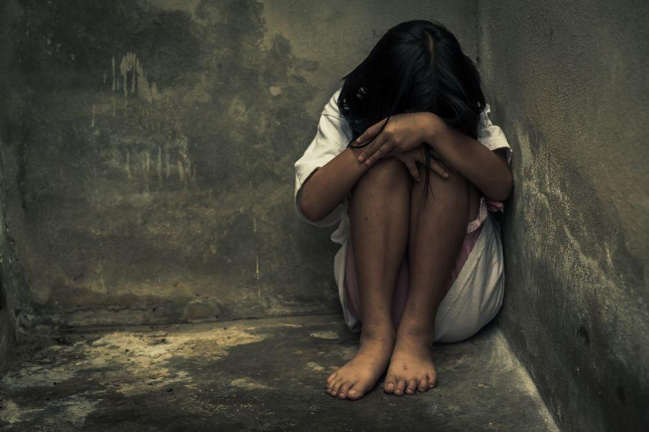 Violaron a su hermana de 12 años y queda embarazada; fueron detenidos y liberados por miedo a que les hicieran daño en la cárcel