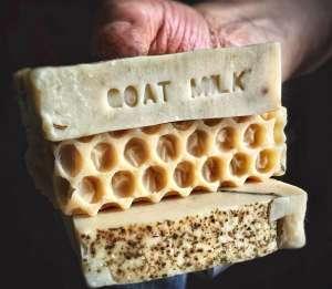Los 4 mejores jabones de leche de cabra para combatir la piel seca y el acné