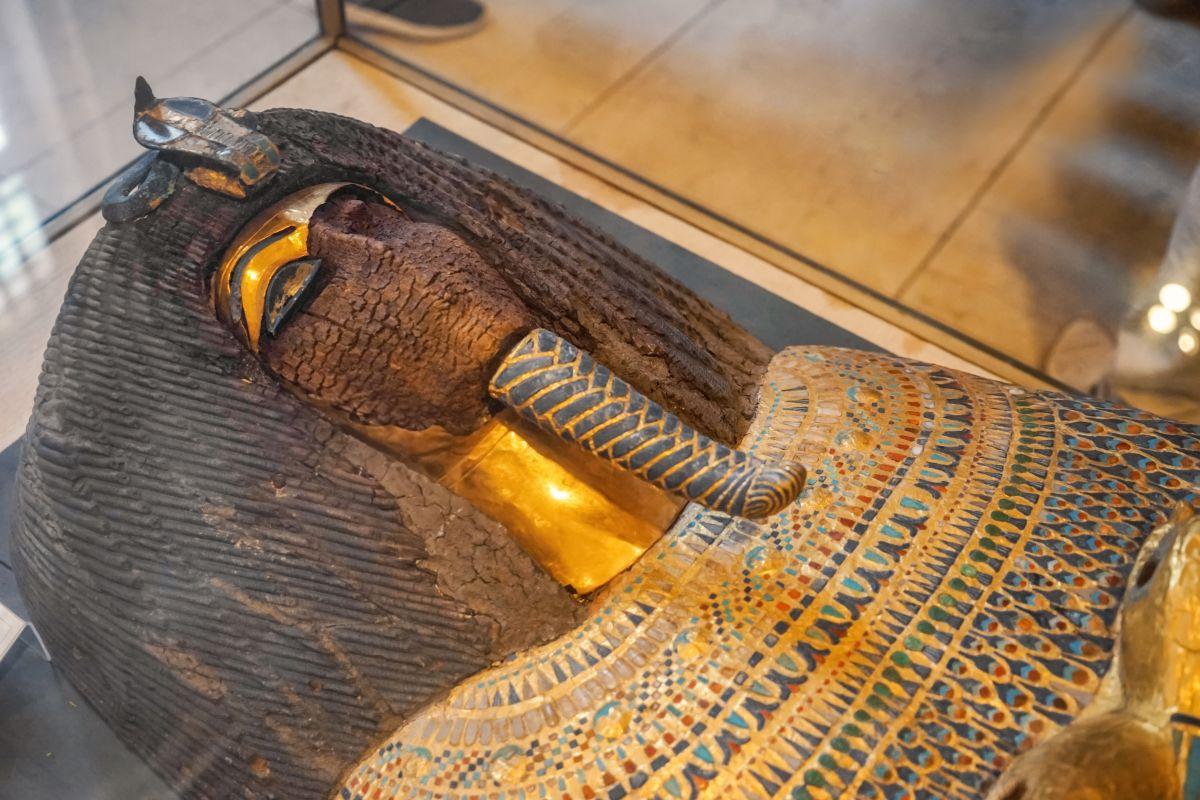 Descubren en Egipto 13 sarcófagos de más de 2,500 años completamente intactos