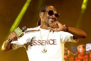 Snoop Dogg sugiere a Joe Biden utilizar silla eléctrica para subir las escaleras del Air Force One