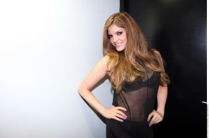 Sin ropa interior, Ana Bárbara se muestra espectacular usando un body transparente