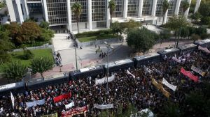 """Amanecer Dorado: la justicia griega declara al grupo neonazi """"organización criminal"""" en una decisión histórica"""