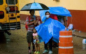Se disuelve caravana migrante en medio de la pandemia; hondureños regresan a su país