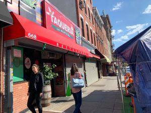 Cuomo ordena cerrar negocios en 9 barrios con alza de COVID-19, mientras crece el temor a segunda ola