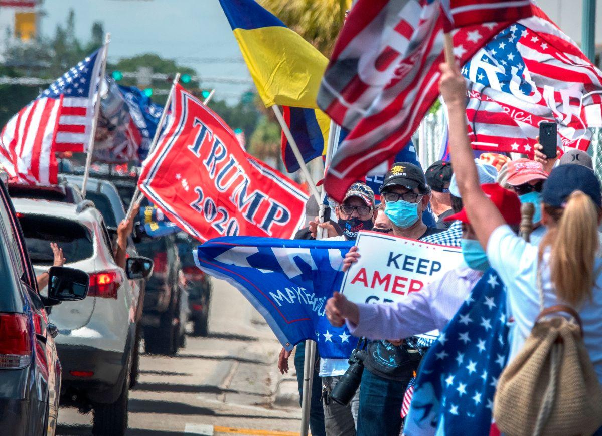 Miles recorren Miami, Florida, en caravana a favor de Trump y en contra del comunismo