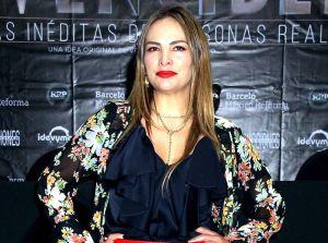 Fabiola Campomanes enamora posando en topless y de espaldas con mini bikini