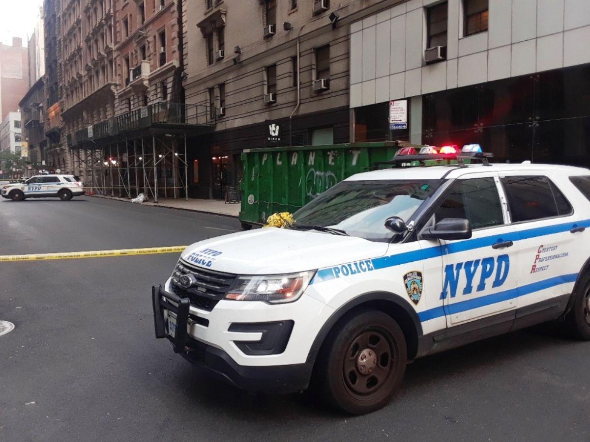 """Graban a agentes del NYPD promoviendo """"Trump 2020"""" desde una patrulla en Brooklyn"""