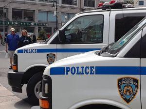 Más perros robots salen a la calle como policías de Nueva York, pero arresto de hispano provocó quejas