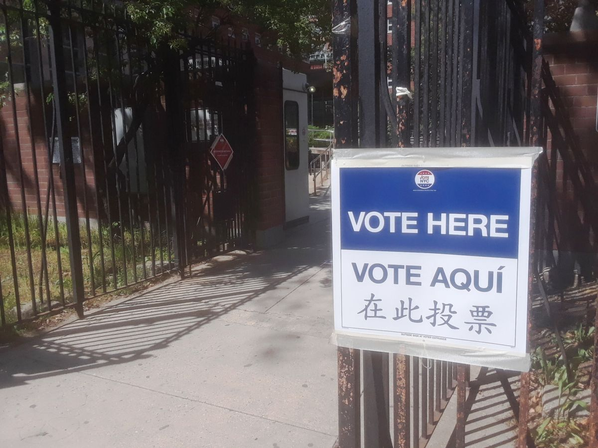 Vote and get vaccinated in the same place: the combo of the weekend in New York