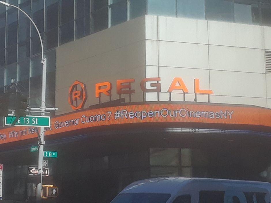 Gobernador Cuomo autoriza reabrir cines en Nueva York, excepto NYC