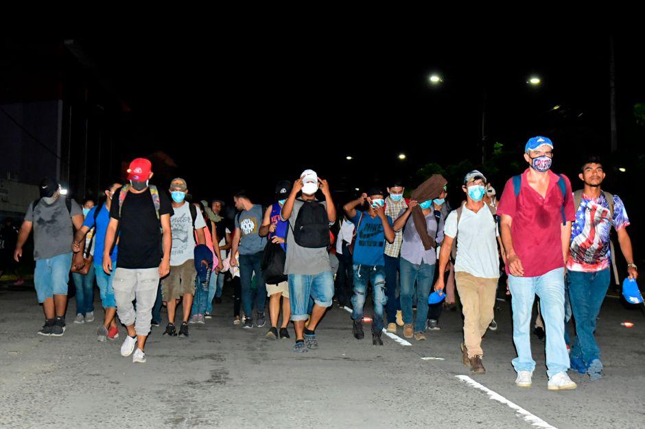 AMLO celebra que caravana migrante fuera disuelta en pequeños grupos