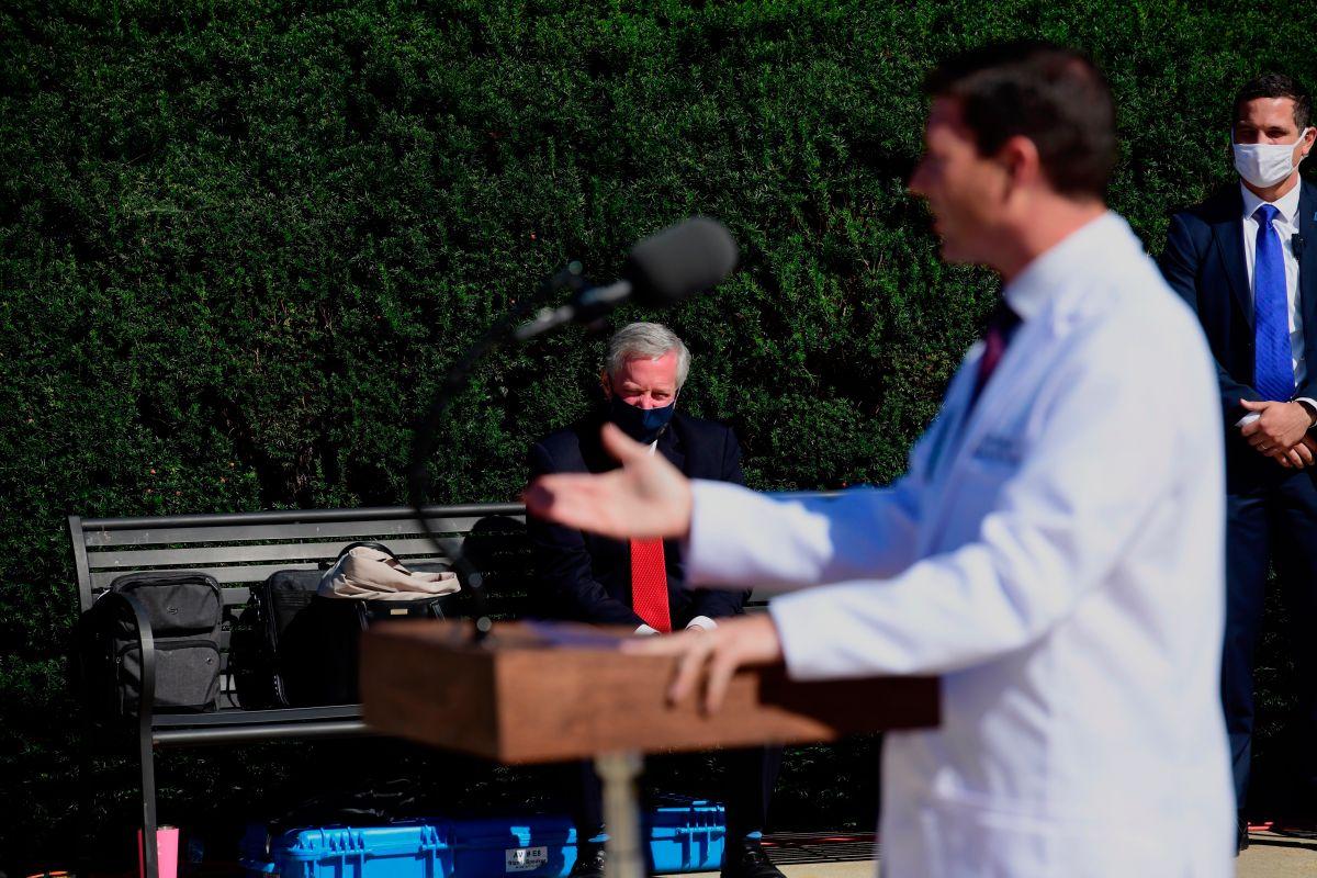 No se ponen de acuerdo: médico de Trump dice que mejora y fuente de la Casa Blanca que recibió oxígeno