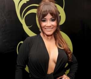 Carolina Sandoval se mueve con traje de baño de 'triangulitos' y le dicen 'Gelatina andante'